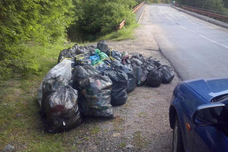 Povestea unui ecologist ANONIM de la Beliș. Fiind în vacanță a adunat 60 de saci de deșeuri. Ce a urmat e cam TRIST! - FOTO