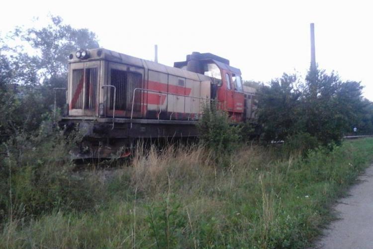 Locomotivă în flăcări la halta din Baciu. O defecțiune a cauzat incendiul FOTO