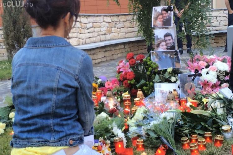 Studenții de la UMF Cluj morți în Ucraina, Andrei Anghel și Olga Ioppa, au fost comemorați de colegi și rudele din Cluj - FOTO