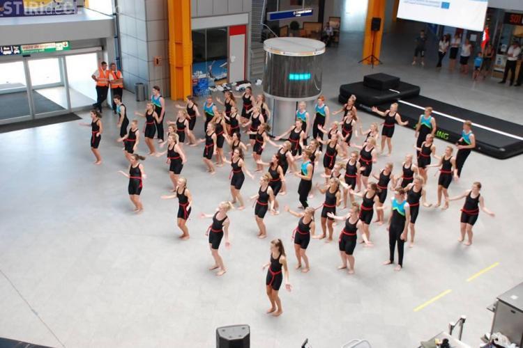 Gimnaste din Danemarca au făcut spectacol la Aeroportul Internațional Cluj - FOTO