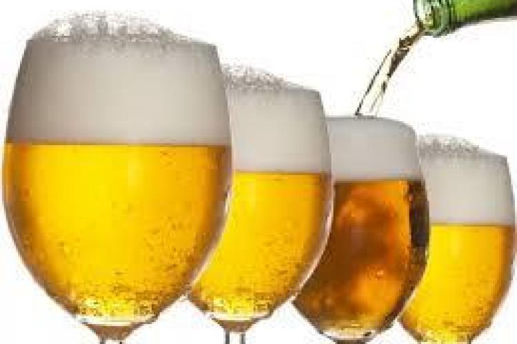 Berea e bogată în calorii. Cât te îngrași la fiecare halbă?
