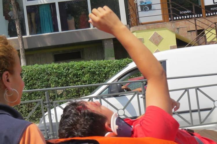 Accident pe strada Primăverii! Un copil a fost lovit de mașină și din vina mamei sale - FOTO