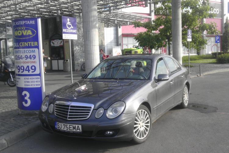 Parcare în POARTĂ la Polus: Cred că ar fi intrat cu mașina în MALL - FOTO
