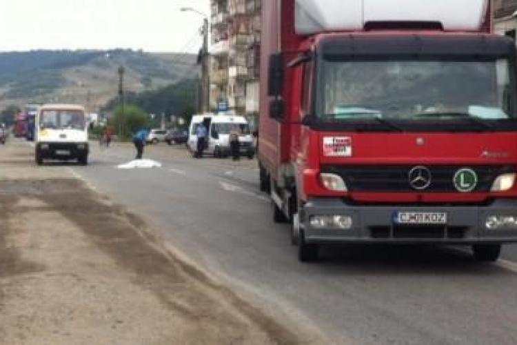 """Accident mortal la Dej! O femeie a fost """"spulberată"""" de un camion FOTO"""