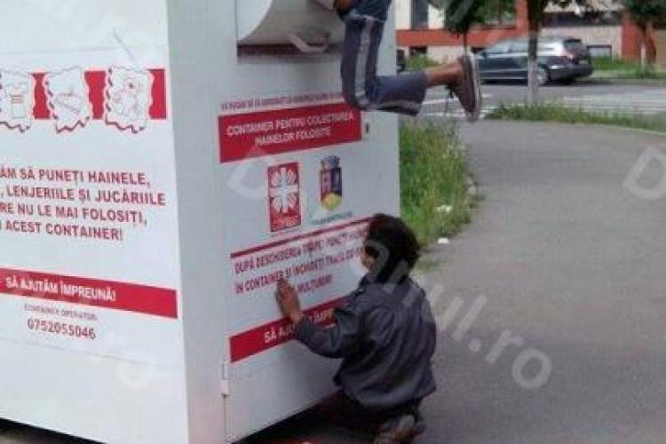 Un puști fură haine la Dej, din containerul pentru persoane sărmane - FOTO
