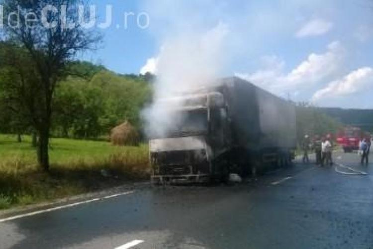 TIR în flăcări între Dej și Baia Mare. Cabina a luat foc FOTO