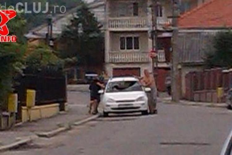 Moment terifiant pentru un șofer în Gherla, în timp ce se afla la volan. I-a explodat și parbrizul