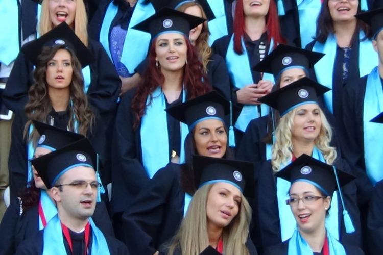 Ceremonie de absolvire UMF Cluj 2014 - Frumoasele doctorițe au cântat cu FOC - VIDEO