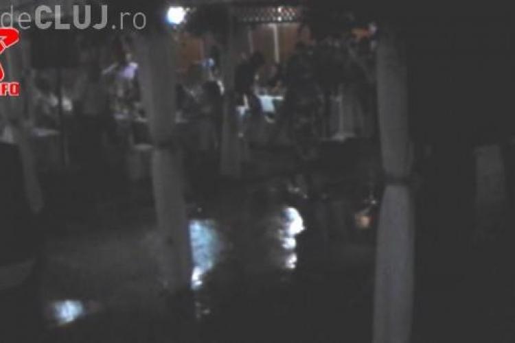 Nuntă dezastru la Gherla! Petrecerea a fost oprită de o inundație - VIDEO
