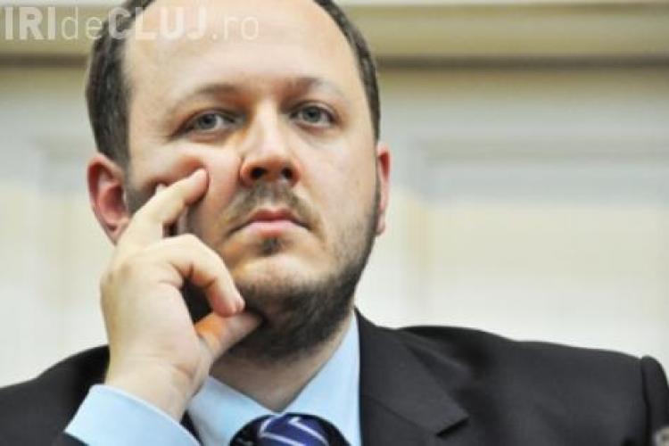"""Adrian Papahagi către un jurnalist clujean: """"Du-te-n p…. ma-tii, ma boule!"""""""