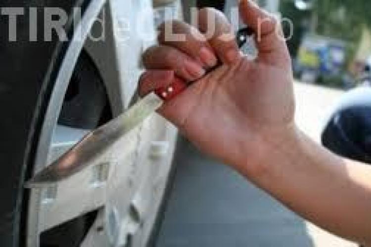 Autoturisme vandalizate în cartierul Zorilor: Cineva ne taie cauciucurile