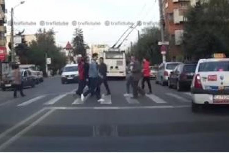 Nesimțiri clujene - Cum sunt prezentați taximetriștii într-un clip pe trafictube.ro - VIDEO