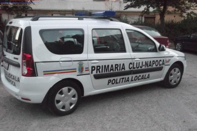 Poliția locală din Cluj-Napoca prinsă cu canistra la Petrom