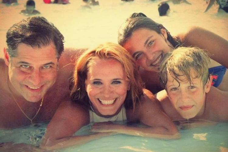 Andreea Esca are o familie foarte frumoasă! IMAGINI DE COLECȚIE