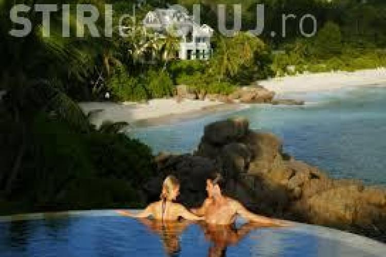 Ești curios cât costă o cameră, în plin sezon, pentru două persoane în Seychelles? Vezi AICI