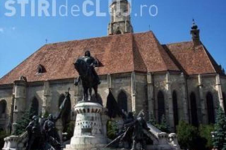 Statuia lui Matei Corvin a fost redesenată. Regele are cheia orașului în mână - FOTO