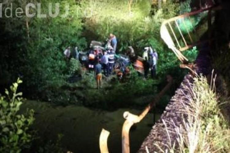 Accident cu două victime la Ciceu Giurgesti. Un tânăr de 19 ani a zburat cu mașina de pe pod VIDEO