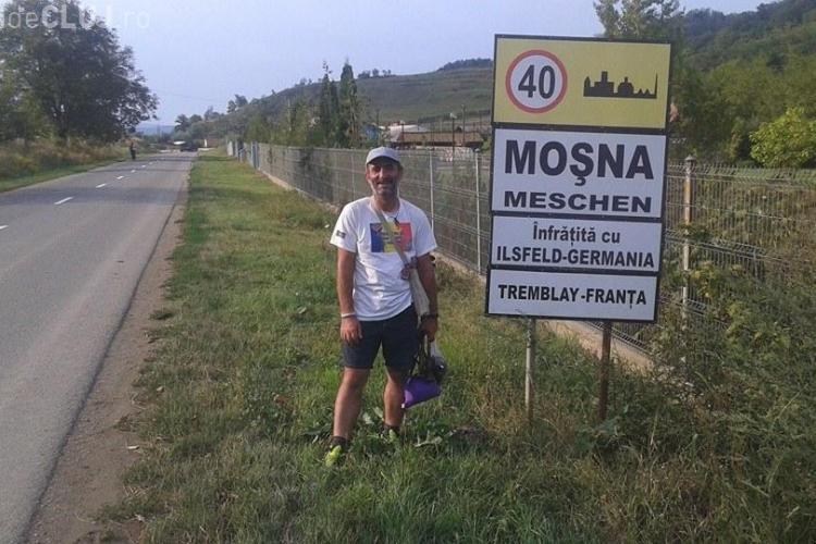 Românul care merge pe jos până la Bruxelles a ajuns la Cluj - FOTO