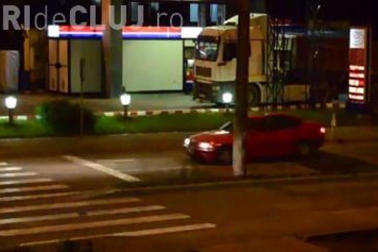 """Limitatorul de viteză, """"rampă de lansare"""" pentru șoferii clujeni. Cum își rup mașinile în Gheorgheni VIDEO"""