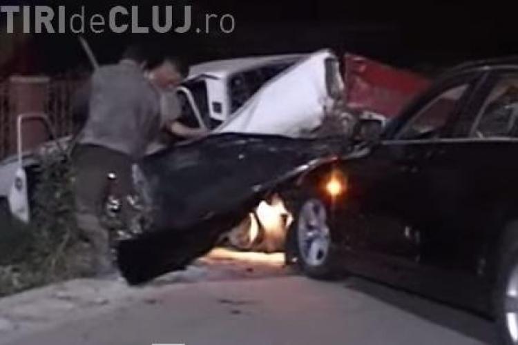 Accident rutier la Iclod. O Dacie a fost proiectată într-un gard de un BMW VIDEO