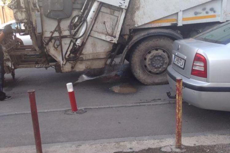 Caz în Gheorgheni: Din masina de gunoi de la Brantner se scurge un lichid pestilențial - VIDEO