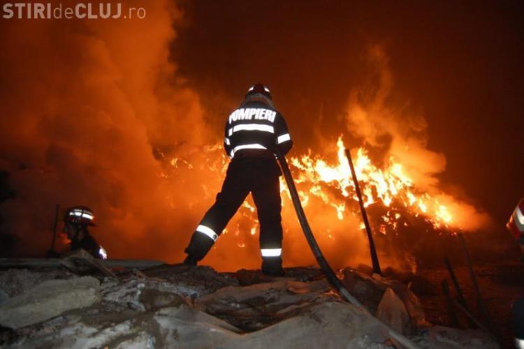 Incendiul de la Nireș, județul Cluj, a fost unul violent! O casă a ars în întregime - VIDEO