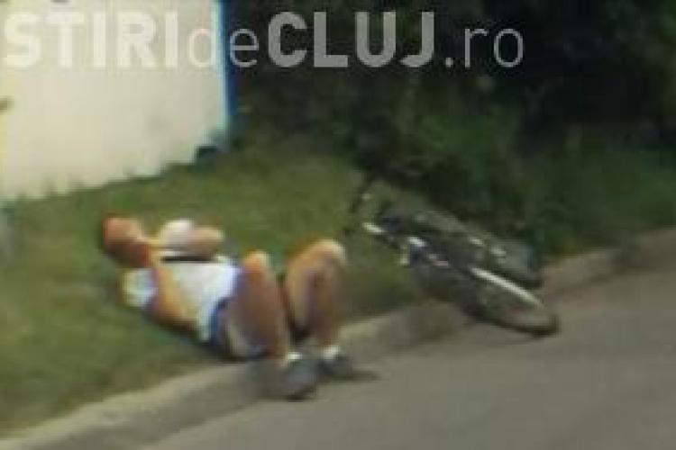 Un clujean a oprit mașina pentru a ajuta un biciclist rănit! N-a vrut la spital pentru că se temea... - VIDEO