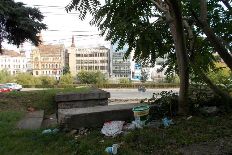 Parculeț din Cluj-Napoca, transformat în groapă de gunoi a boschetarilor - FOTO