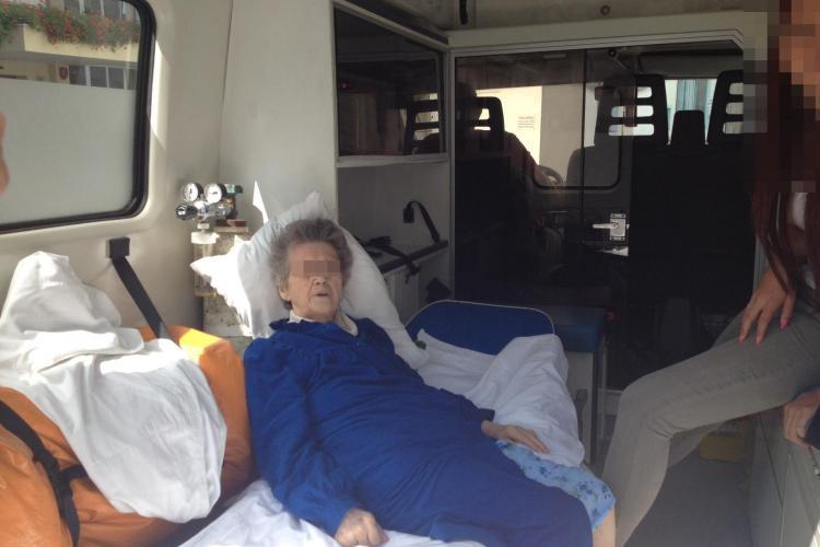 NESIMȚIRE ÎN SISTEMUL SANITAR! O bătrână stă de 2 ore în Ambulanță în curtea Clinicii Medicală 3 - FOTO