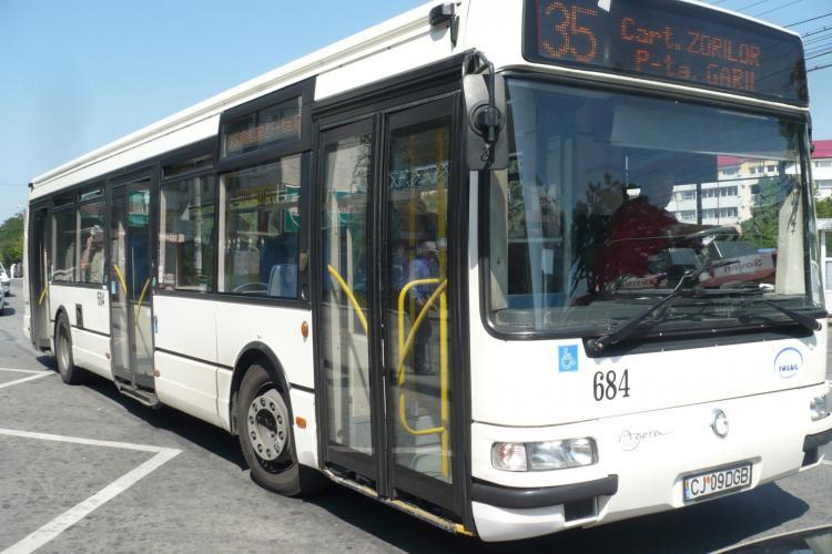 O femeie, prinsa la furat  în autobuzul 35. I-a furat unui barbat lire sterline din borsetă