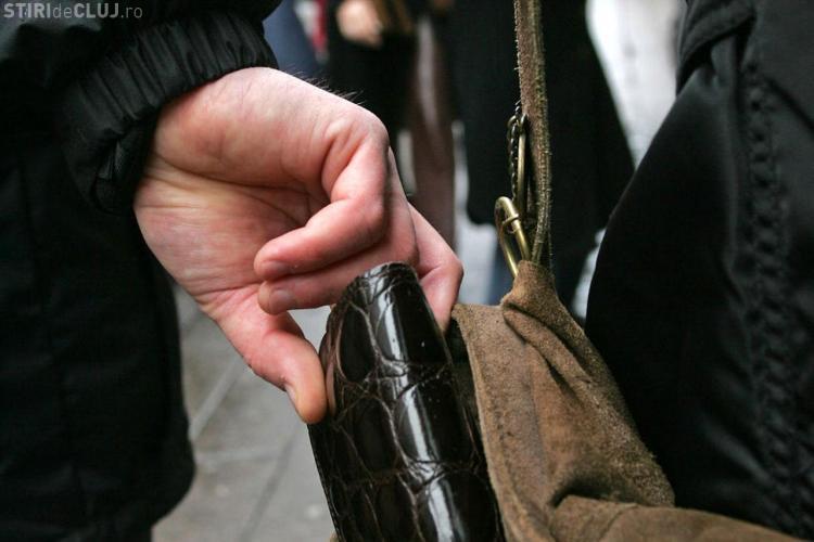 Doi hoți din buzunare au fost prinși la Turda, după 8 luni de la comiterea faptei