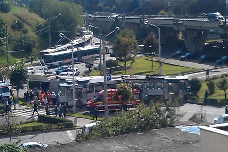 Accident la Podul Calvaria între un tramvai și un troleibuz. UPDATE: Opt persoane au ajuns la UPU Cluj - VIDEO și FOTO
