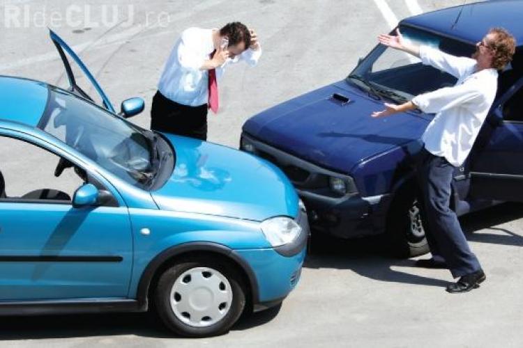 Accident pe strada General Dragalina! Pagubele sunt de 7.000 de lei