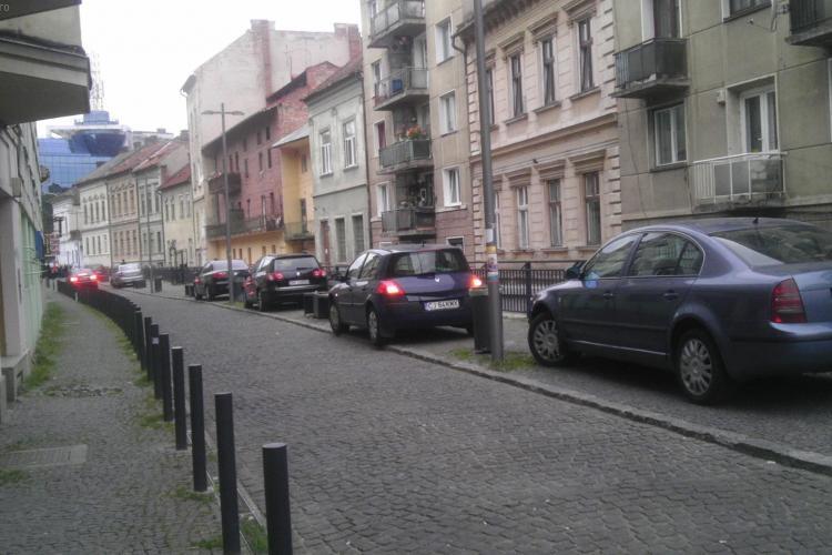 Pietonala de pe Canalul Morii e de fapt o parcare - FOTO