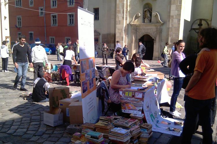 2.500 de carti, stranse in Piata Muzeului de Centrul de Voluntariat Cluj-Napoca