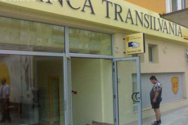 Functionara de la Banca Transilvania Cluj, arestata pentru ca a furat bani din conturi, isi acuza colegii de complicitate