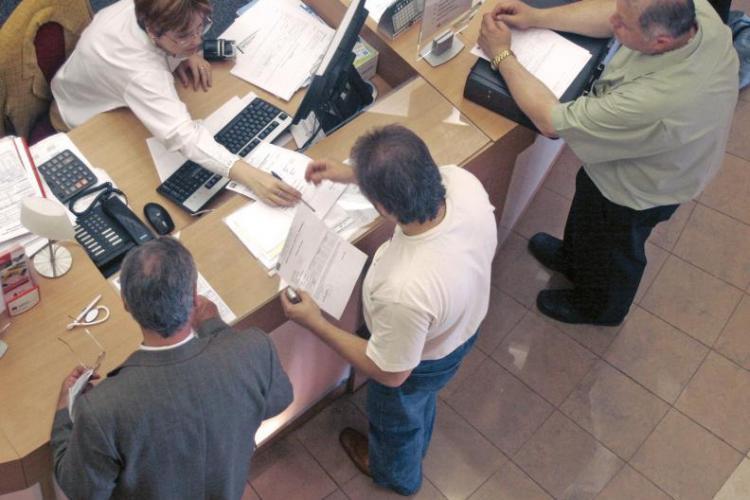 Bancile din Cluj au trimis notificari pentru semnarea Actelor Aditionale prin SMS si risca amenzi de 100.000 de lei