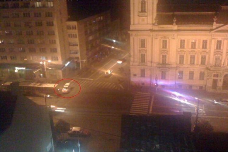 O masina de politie a lovit un troleibuz langa Primaria Cluj Napoca - FOTO