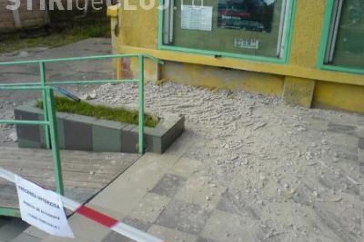 O femeie din Dej a fost ranita de o bucata de 3 metri de tencuiala desprinsa din cinematograful Arta