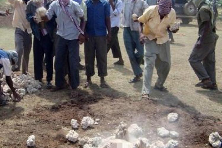 O femeie a fost ucisa cu pietre in Pakistan, dupa ce a fost acuzata de adulter- VIDEO- ATENTIE ! Imagini socante