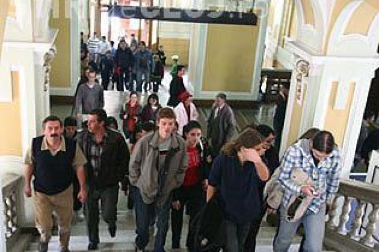"""Studentii din Republica Moldova, care vin in anul I la Cluj, beneficiaza de """"ghizi"""" pentru a se descurca prin oras"""