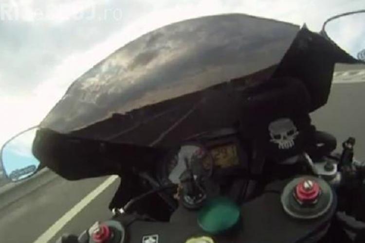 Un motociclist a circulat cu 297 km/ora pe autostrada Transilvania. Bikerul a batut orice record de viteza -VIDEO