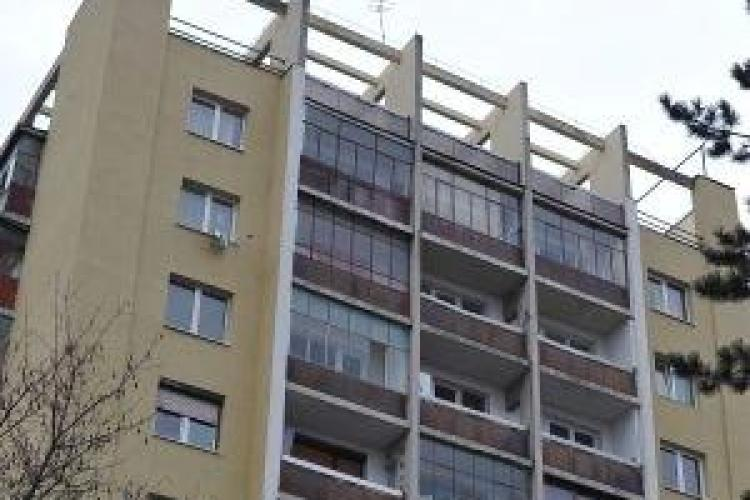 Un tanar de 28 de ani a murit dupa ce s-a aruncat de la etajul 7 al unui bloc de pe strada Detunata