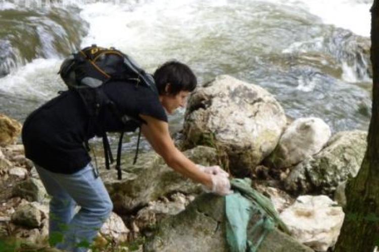 60 de saci cu deseuri, stransi din Cheile Turzii de o echipa de voluntari
