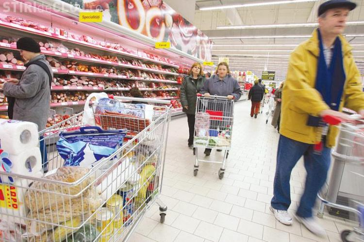 Tavanul unui centru comercial din Bucuresti s-a prabusit! O a doua prabusire a avut loc cand echipajele de interventie erau acolo