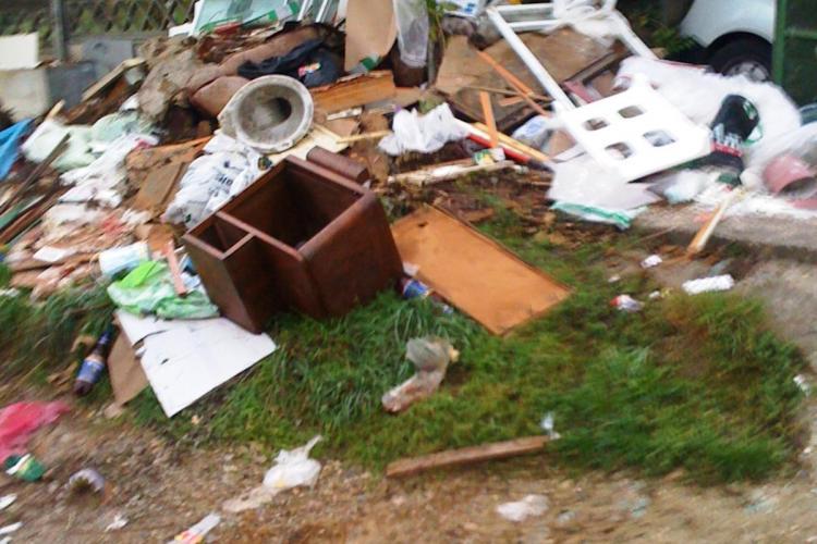 Rampa de gunoi pe aleea Slanic. Firma Bratner-Veres reclamata ca nu isi face treaba