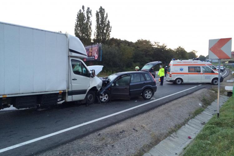 Accident TERIBIL în Feleac! S-a ÎNFIPT cu mașina într-un autocamion - FOTO