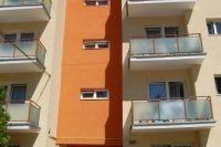 Un student BEAT a căzut în Hașdeu de la etajul 3 al unui cămin
