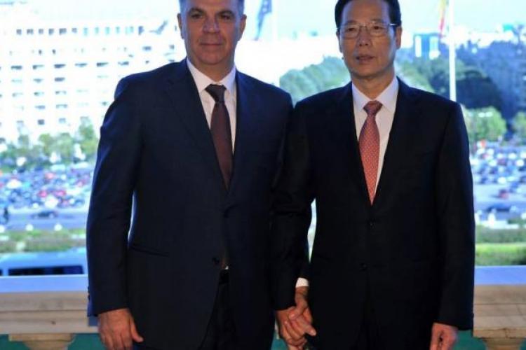 VALERIU ZGONEA a gafat într-o fotografie cu vicepremierul Chinei. PRIVIȚI detaliul