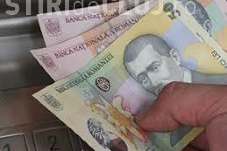 Bugetarii pot cumula din nou pensia cu salariul
